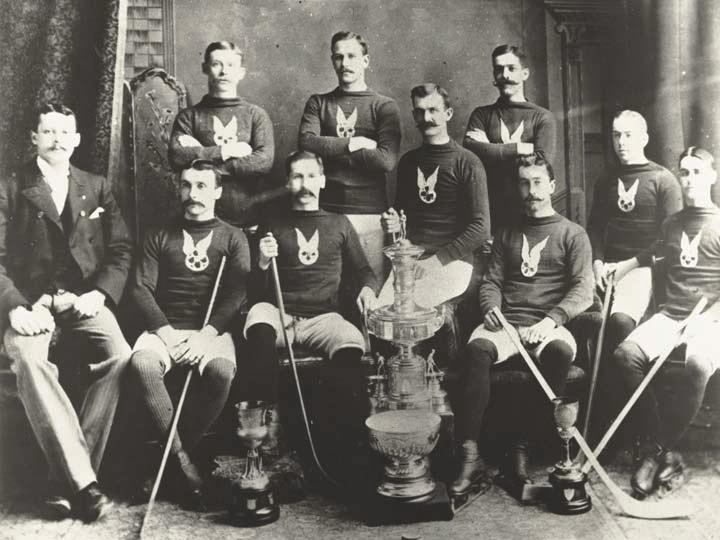 приз для лучшей хоккейной команды - Кубок Стэнли