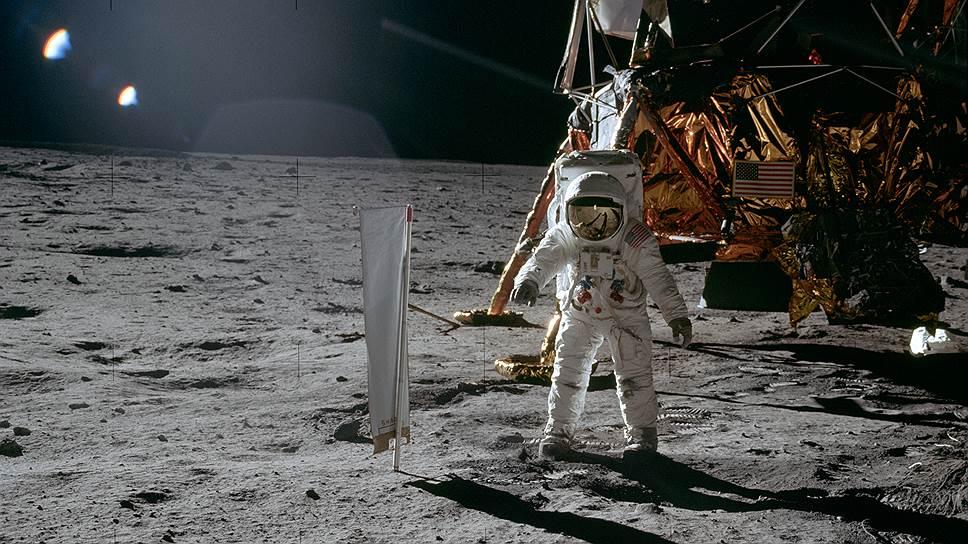 первая в истории посадка на Луну
