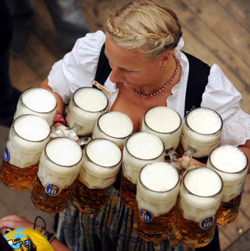 фестиваль пива, в настоящее время - ежегодный праздник Октоберфест