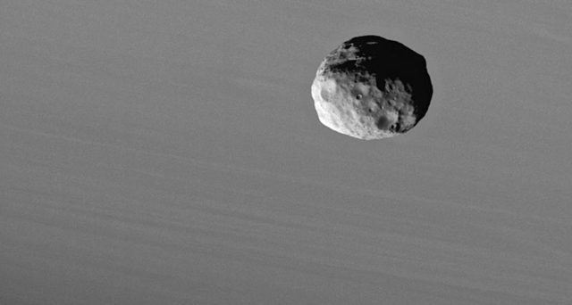 Открыт спутник Сатурна Янус, который раз в четыре года меняется орбитой с другим спутником, Эпиметеем