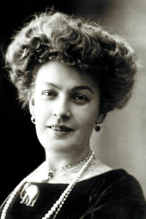 Анастасия Дмитриевна Вяльцева родилась 1 марта (13 по новому стилю) 1871