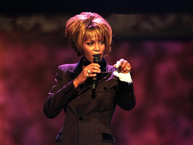 В Лос-Анджелесе в номере гостиницы Беверли Хилтон умерла певица Уитни Хьюстон, ей было 48 лет.