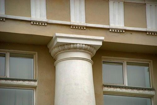 Архитектурная деталь колонады