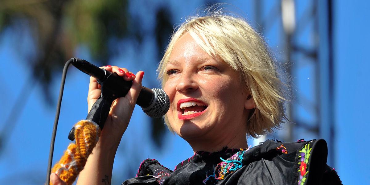 На музыкальном портале Зайцев.нет Вы можете бесплатно скачать Sia -...