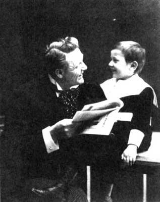Ф. И. Шаляпин с сыном Борисом.