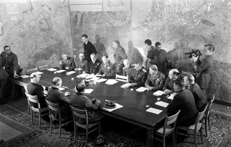 В ночь на 7 мая во французском городе Реймсе был заключен акт о капитуляции Германии