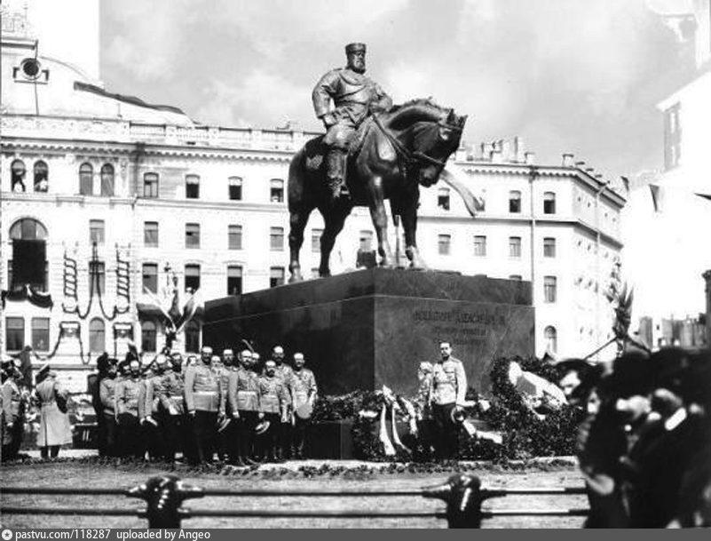 Торжественное открытие памятника Александру III в Санкт-Петербурге