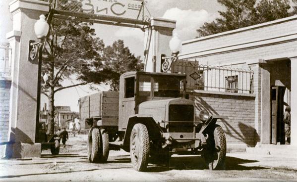 С конвейера Уральского автомобильного завода сошел первый ЗИС-5В