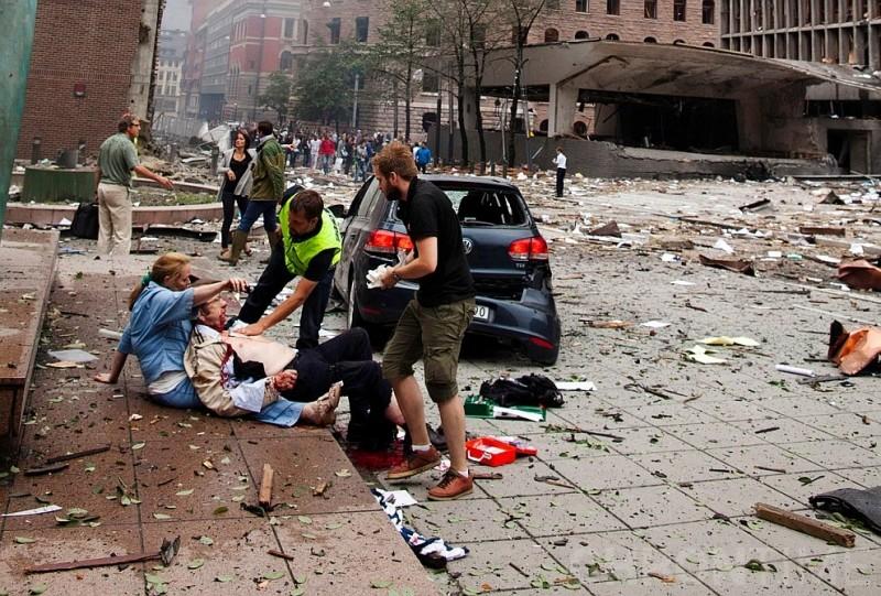 Взрыв в центре Осло повредил несколько знаний, включая офис премьер-министра, 22 июля 2011