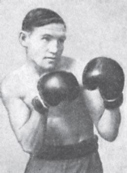 Восьмикратный чемпион СССР, абсолютный чемпион СССР 1943 г. Е. Огуренков.
