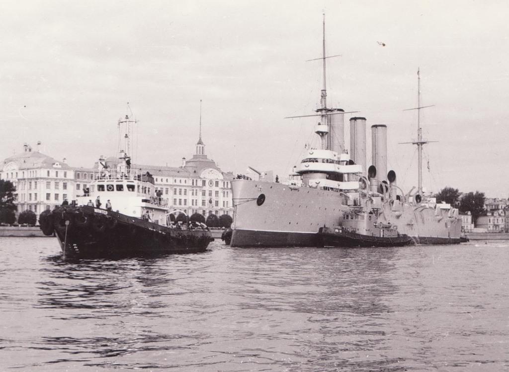 18 августа 1984 г. Крейсер Аврора покидает место своей вечной стоянки для перехода на судостроительный завод имени А.А.  Жданова для производства капитального ремонта и реконструкции.
