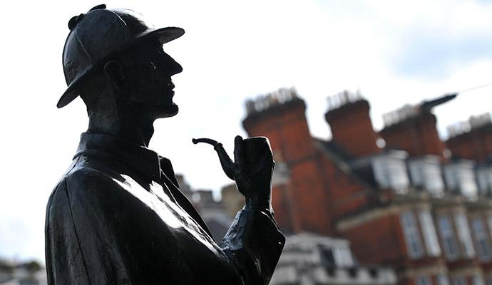 Памятник знаменитому сыщику Шерлоку Холмсу