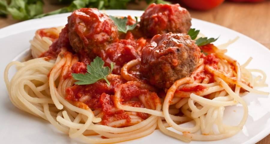 спагети с фрикадельками