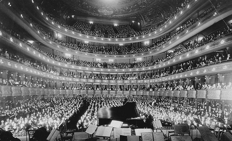 В Нью-Йорке открылась Метрополитен-опера