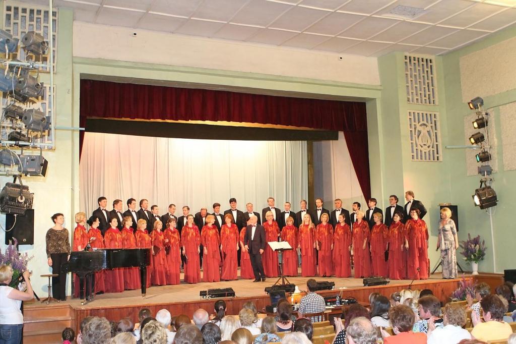 Концерт в посёлке Арбаж (Кировская область), где Владимир Минин провёл два года в эвакуации во время войны (13 июня 2013 г.)