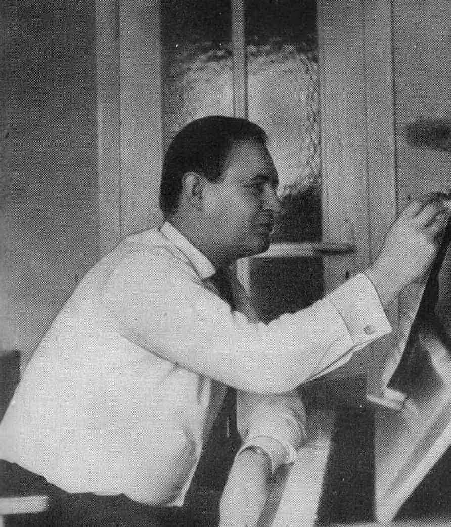 Ю.Г. готовит новую композицию (1960-е)