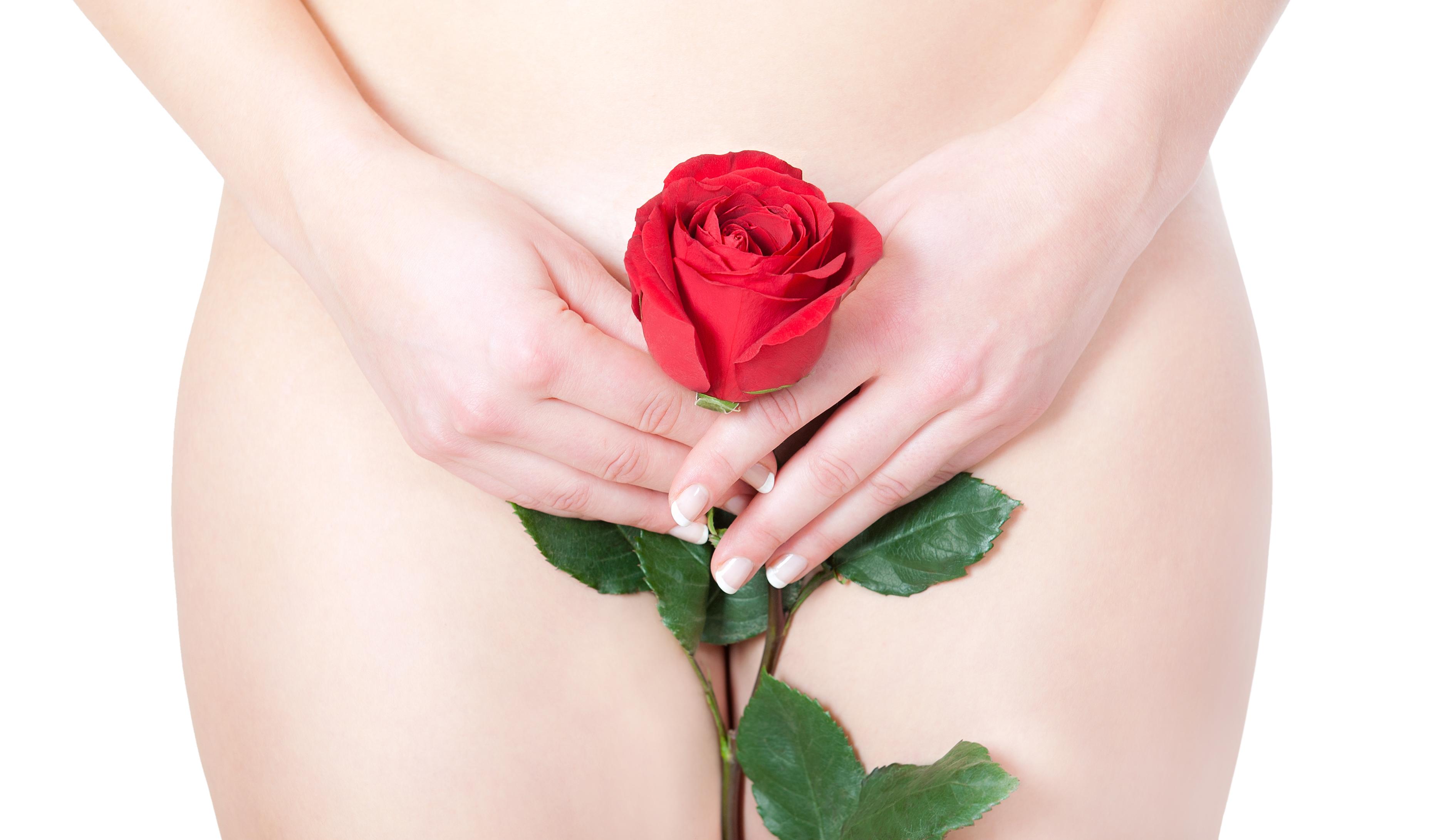 дарить женщинам цветы