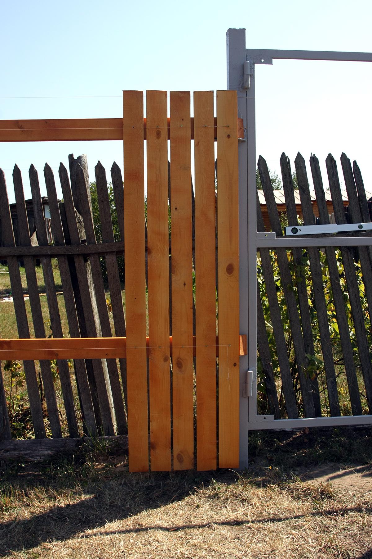 крепить доски на забор