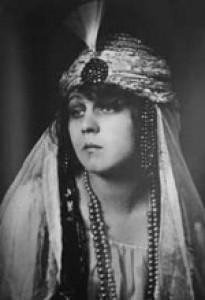 a description of maria ivogun born inge von gunter