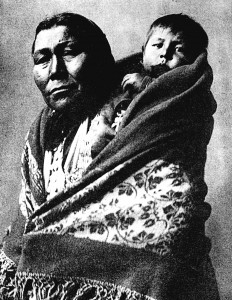 1901-1910-edward-s.-curtis--mere-et-enfant-hidatsas-mother-and-hidatsas-child