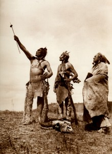 1905-1925-edward-s.-curtis--prière-au-grand-mystère-prayer-with-the-great-mystery