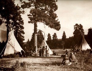 1910-1925-edward-s.-curtis--camp-flathead-sur-la-rivière-jocko-flathead-camp-on-the-jocko-river