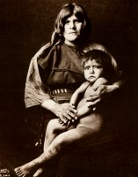 1910-1925-edward-s.-curtis--femme-et-enfant-hopis-woman-and-hopis-child
