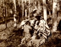 1910-1925-edward-s.-curtis--mère-et-enfant-assiniboines-mother-and-child-assiniboines