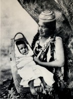 1910-1925-edward-s.-curtis--mère-et-enfant-hupas-mother-and-child-hupas