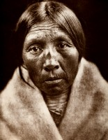 1910-1925-edward-s.-curtis--owl-old-woman-sarsi