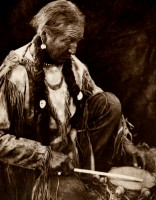 1910-1925-edward-s.-curtis--tambour-du-peyotl-drum-of-peyotl