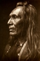 1910-1925-edward-s.-curtis--three-eagles-nez-percé-three-eagles-pierced-nose-indian