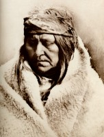 1910-1925-edward-s.-curtis--two-bear-femme-piegan-two-bear-piegan-woman