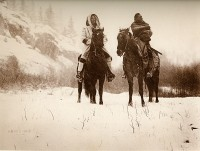 1910-1925-edward-s.-curtis--en-route-pour-un-campagne-dhiver-absaroke-on-the-way-for-a-campaign-of-winter-absaroke