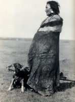 1910-1925-edward-s.-curtis--femme-blackfoot-woman-blackfoot