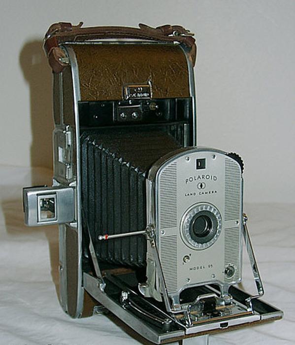 или как появился фотоаппарат увидела банку, подошла