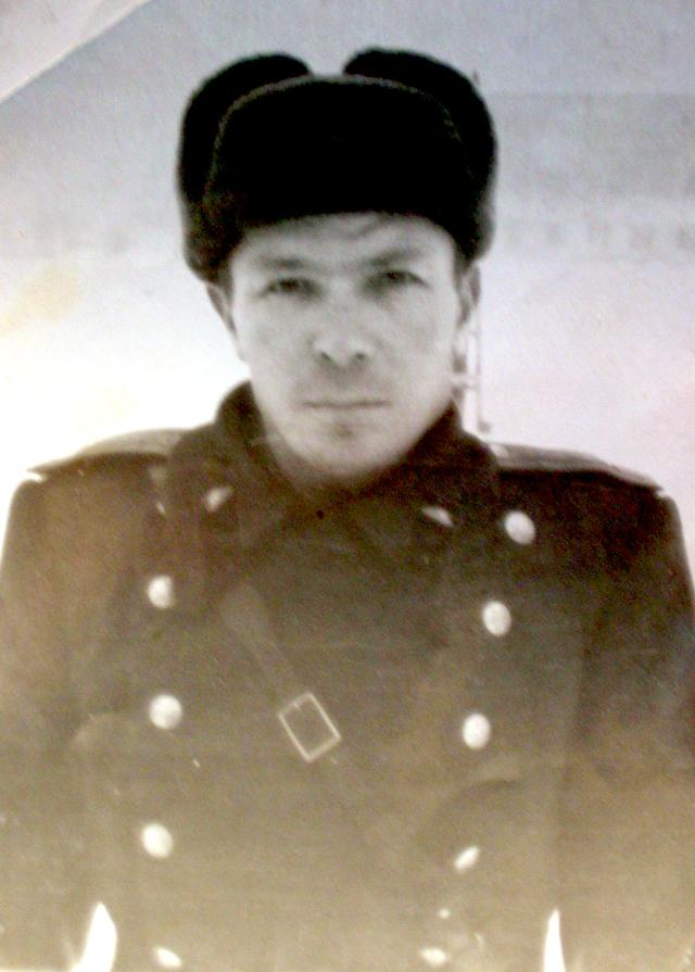 https://tunnel.ru/tmp/nCLqAlK0oiypEBs3kJDY/semon-konovalov-v-godyi-velikoy-otechestvennoy-voynyi.-foto-iz-semeynogo-arhiva.jpg